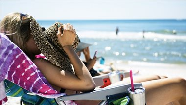 HOW TO SOOTHE SUNBURNED SKIN
